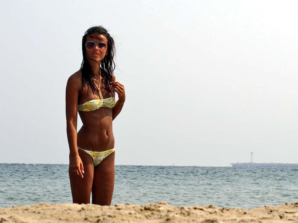romania-beach-girls